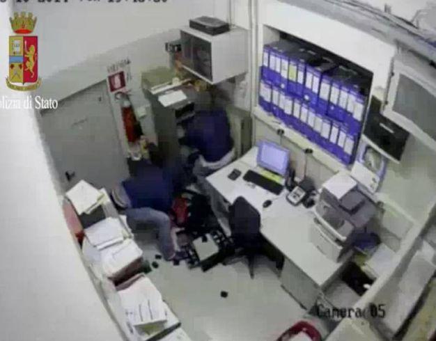 Lo scorso settembre hanno fatto 8 ostaggi, chiusi in un magazzino