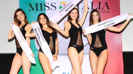 Da sinistra, la quarta classificata, Giulia Piscina, la seconda, Martina Lampugnani, la vincitrice Maddalena Capuzzi e Alessia Gozio, terza