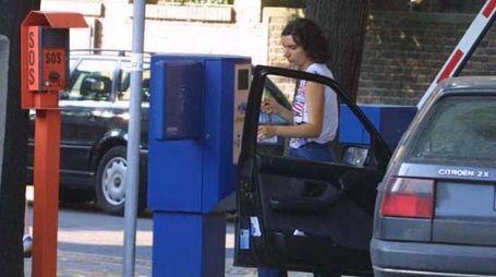 Un parcheggio a pagamento (foto Isolapress)