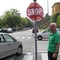 Imola, stop 'fai da te' in via Casoni (Foto Isolapress)