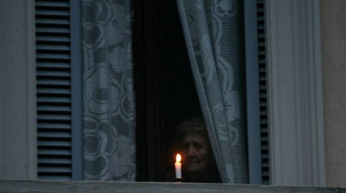 Una candela alla finestra per le vittime di via Brioschi