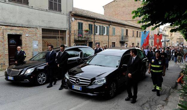 Il funerale dei due ragazzi morti a Milano nell'esplosione (foto Calavita)