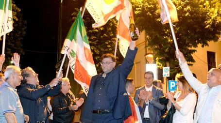 I festeggiamenti subito dopo le elezioni