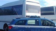 Controlli sui bus da parte della polizia (Dire)