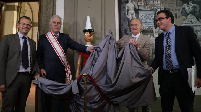 """Un maxi Pinocchio in Regione, ma il sindaco di Pescia si risente: """"Io non invitato"""""""