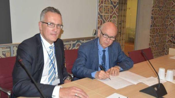 La firma dell'accordo tra Iuss Pavia e Allianz