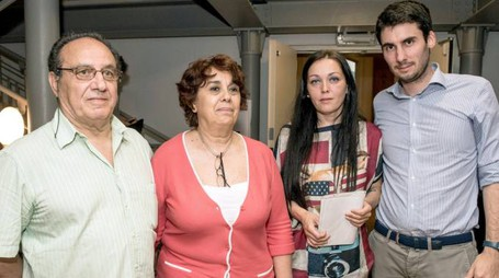 Il padre Carmine, la madre Doina, la compagna Alessandra e il sindaco Yuri Santagostino