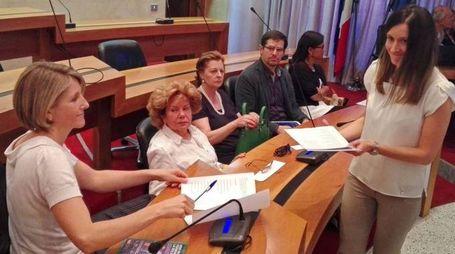L'incontro  sulla violenza  di genere  in Comune (Nat.P.)