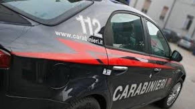 Mano incastrata nel camion, 50enne salvato dai carabinieri