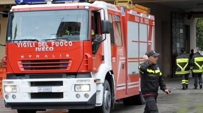 Bimba di tre anni si chiude in bagno: soccorsa dai pompieri