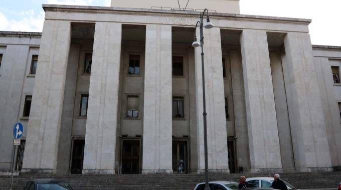 Tabaccheria rapinata in centro, sotto accusa un 39enne di Castel di Lama