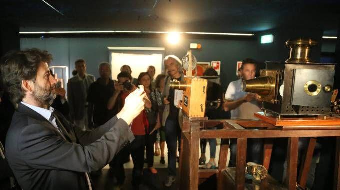 I segreti dei Lumière in mostra nel sottopassaggio di piazza Re Enzo / FOTO E VIDEO