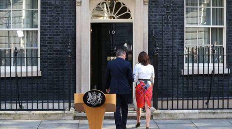 David Cameron e la moglie (Olycom)