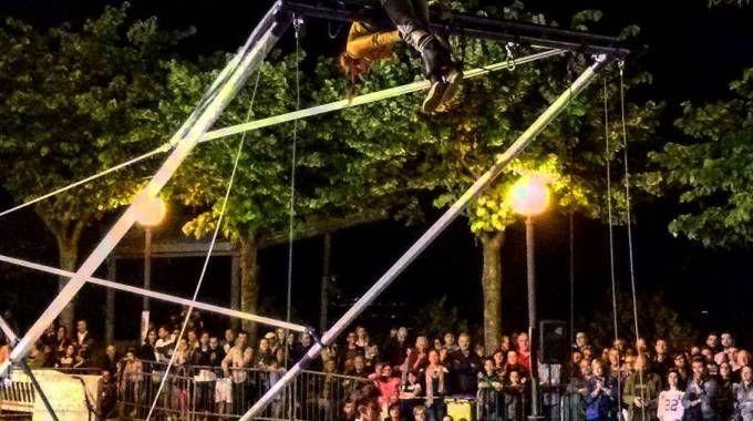 Violenza al Veregra Street Festival: mattonata in testa a un tecnico