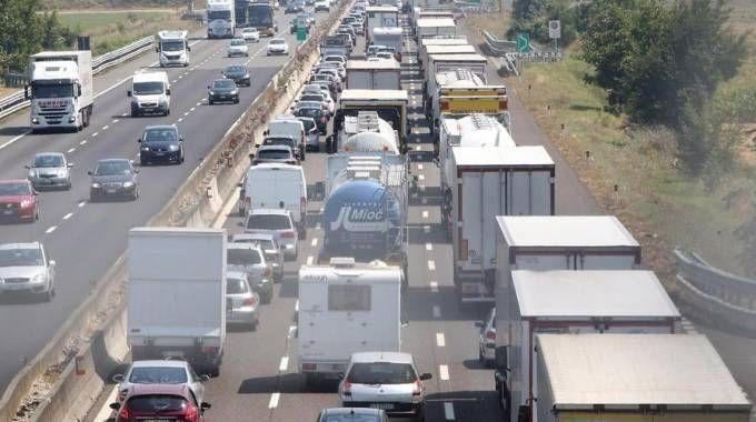 Traffico, sabato difficile. Code in autostrada