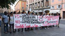 La protesta in piazza Matteotti