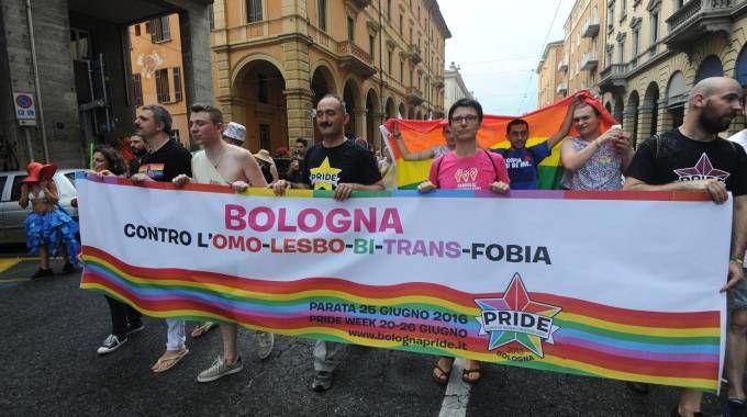 Bologna Gay Pride, le foto e i video della parata in centro