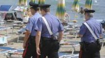 I carabinieri hanno arrestato un 42enne romeno sorpreso a rubare sotto l'ombrellone