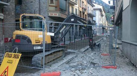 Grosio, i lavori di rifacimento della pavimentazione (Nat.Press)