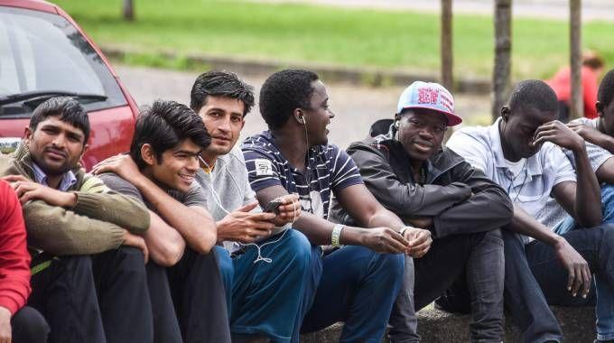 Emergenza profughi, il centro di via Aldini non chiude (per ora)