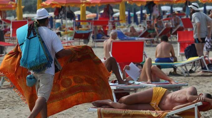 Abusivi in calo sulle spiagge ravennati