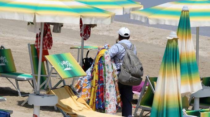 Rosolina, abusivi sulla spiaggia: primi sequestri