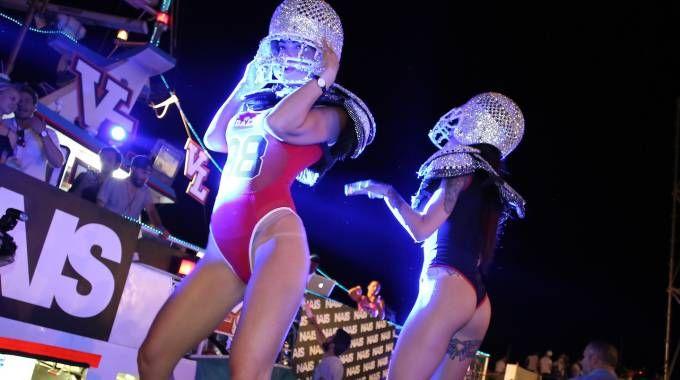 Molo Street Parade, dj, sexy ballerine e azdore / FOTO