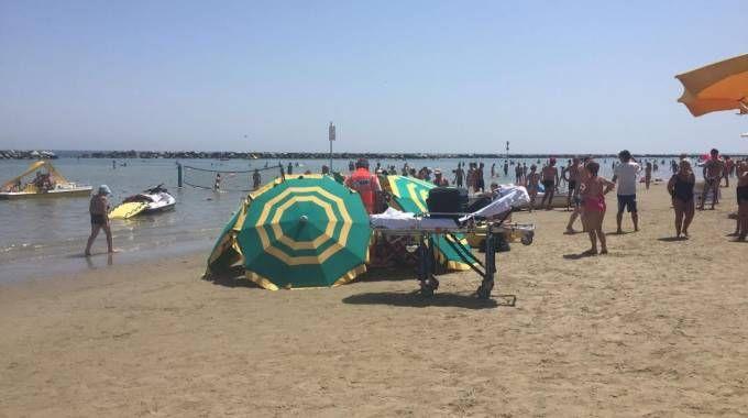 Turista stroncata da malore mentre si trovava in mare