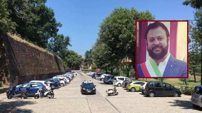 I carabinieri in piazza e il sindaco Fantozzi