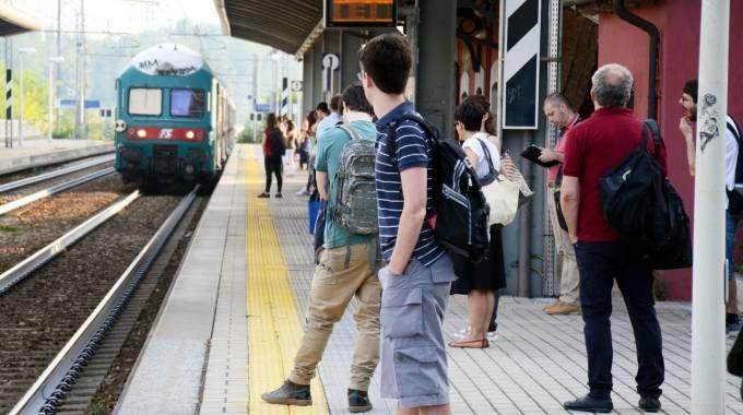 Intercity Roma–Ancona bloccato, passeggeri infuriati