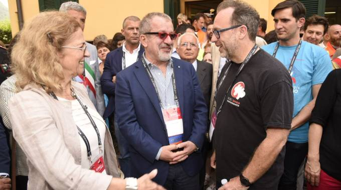 Maroni a Esino Lario per Wikimania, nella foto l'incontro con il fondatore di Wikipedia