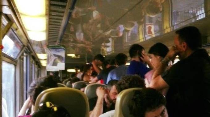 I viaggiatori a bordo del treno partito venerdì alle 18,10 da Milano Centrale