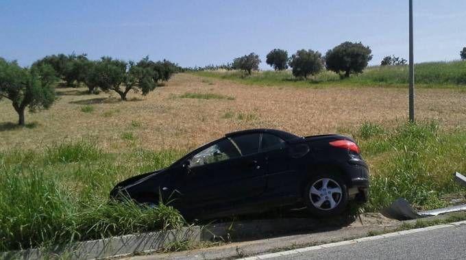 Incidente a Recanati, l'auto finita fuori strada