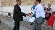 Peter Aufreiter si congratula con lo sposo (foto Tiziano Mancini)