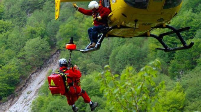 Scivola e cade nel vuoto, 63enne di Altedo muore in montagna