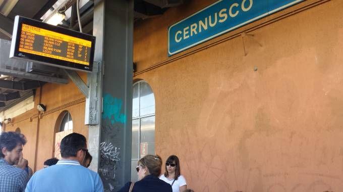 Treno in panne sulla lina S8: ritardi e cancellazioni. Pendolari esasperati
