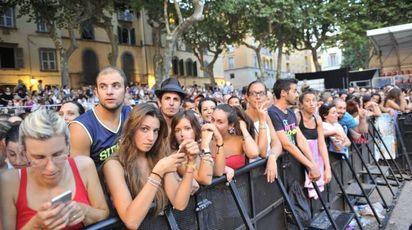 Il pubblico del Summer affolla piazza Napoleone (foto Alcide)