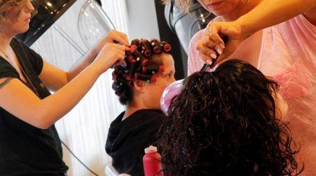Tra le figure professionali più richieste nella provincia di Pesaro Urbino, c'è anche la parrucchiera (Germogli)