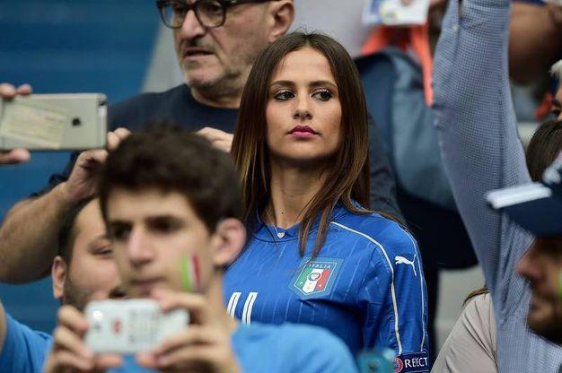 Italia spagna la carica delle wags super sexy in maglia - Moglie immobile ...