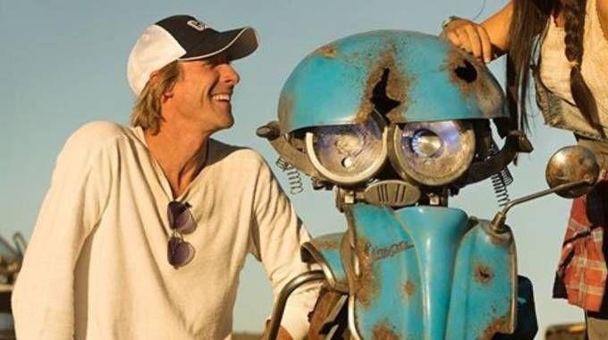 """Una Vespa Transformers ci salverà. Hollywood """"chiama"""" Pontedera"""
