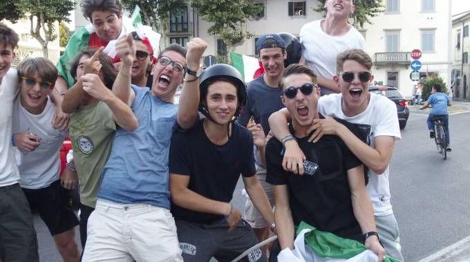 Prato, tifosi in festa per la vittoria dell'Italia: le foto