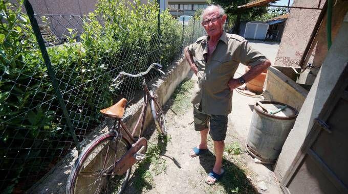 Anziano aggredito per una bicicletta. Lui non molla e  fa arrestare tre ladri