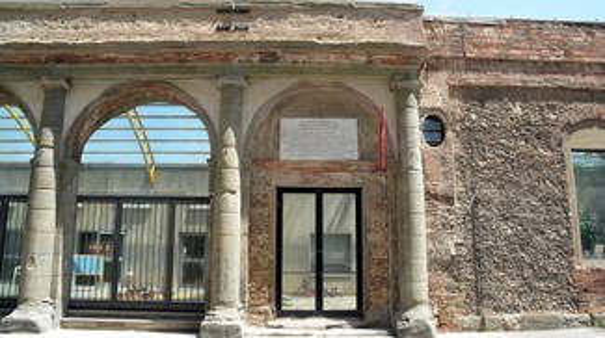 Livorno, la facciata dell'ex Teatro San Marco dopo il restauro: le foto
