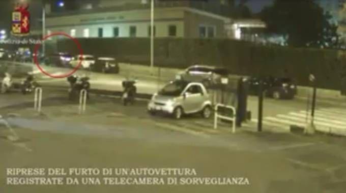 Raffica di controlli alle auto, ritrovata una Punto rubata / VIDEO