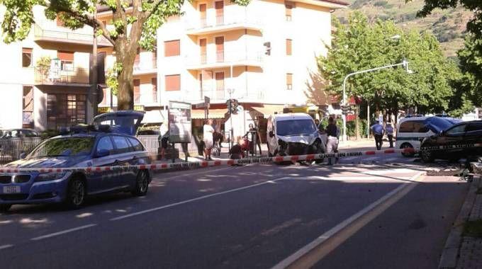 Sondrio, incidente all'incrocio tra via Aldo Moro e via Maffei: 20enne in ospedale