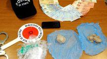 L'eroina trovata dietro la siepe nel piazzale del Tribunale di Rimini