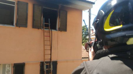 Ancona, l'appartamento andato a fuoco al Piano