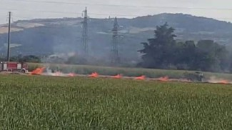 Incendio a Castenaso. Si alza una colonna di fumo nero, video