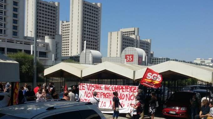 La protesta dei lavoratori in Fiera (Foto Dire)