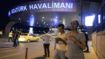 Terrore e morte ieri notte all'aeroporto Ataturk di Istanbul. Le testimonianze di alcuni fiorentini sotto choc, ma illesi